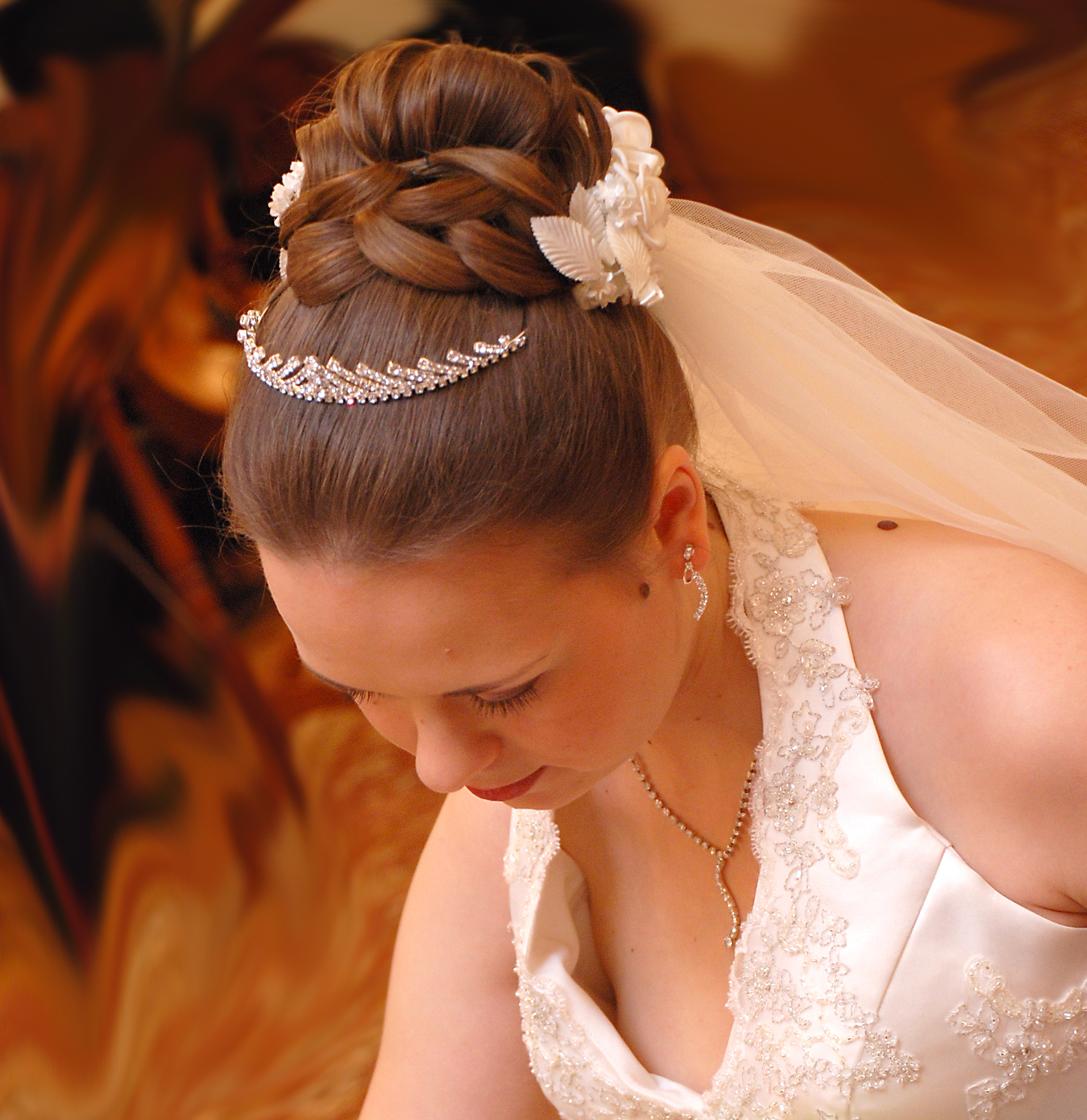 просто и женственно свадебные прически